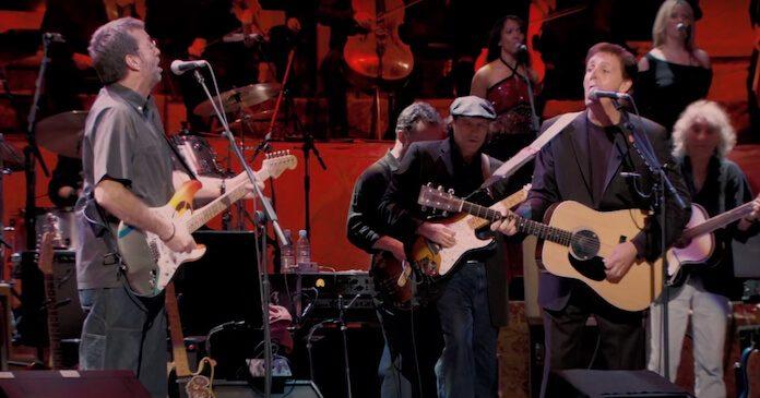 Paul McCartney e Eric Clapton tocando Beatles