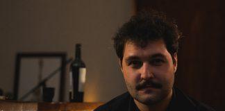 """Vitor Guima fala sobre a solidão no clipe de """"Por Aí"""""""