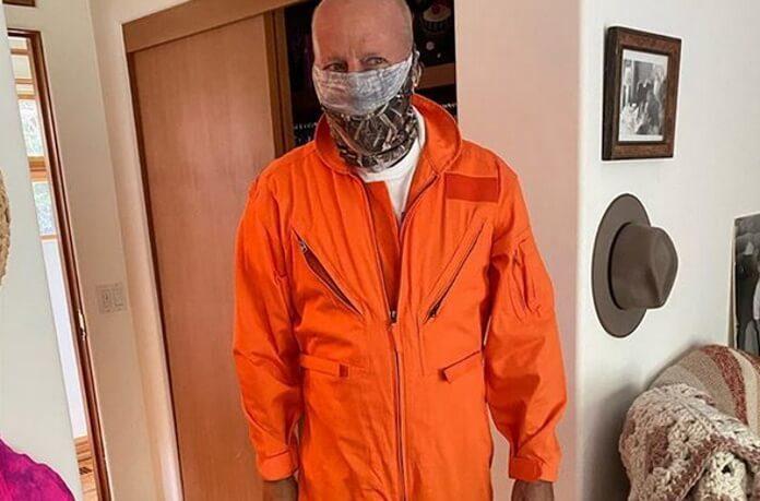 Bruce Willis com roupa de Armageddon