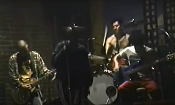 H.A.T.E, tocando com Flea e John Frusciante