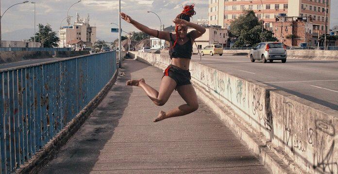 """Heavy Baile destaca a dança em """"Vai Quebrando (Desce Que Desce)"""""""
