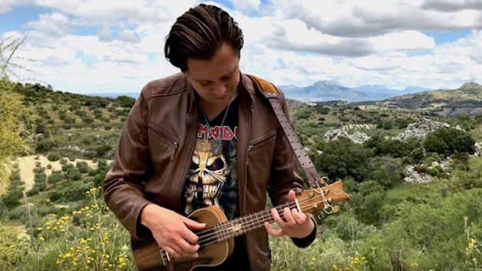 Iron Maiden no ukulele