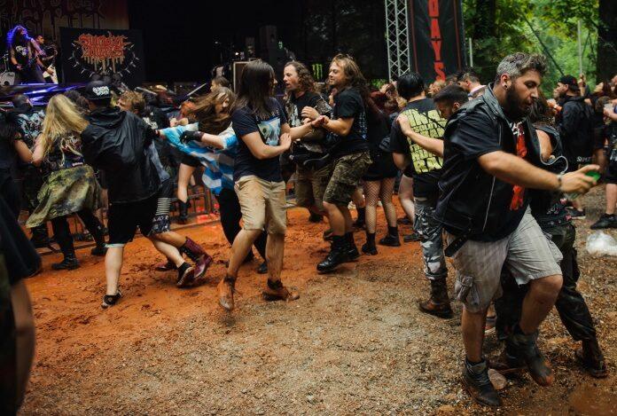 Fãs de Heavy Metal em Roda Punk