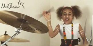 Nandi Bushell toca Royal Blood