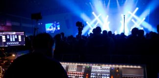 Técnico de som em show