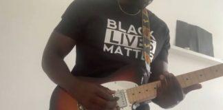 Kele Okereke toca música do Bloc Party