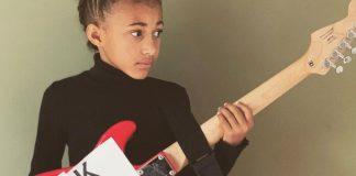 "Nandi Bushell com guitarra do ""Black Lives Matter"""