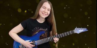 Garota tocando guitarra por 4 anos evolução etc mto legal eu amei