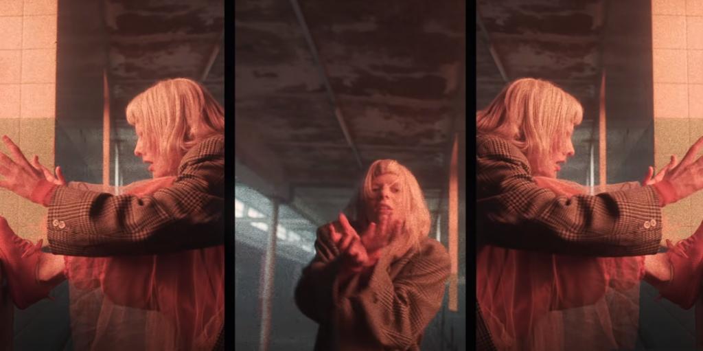 "Aurora no videoclipe de ""Daydreamer"""
