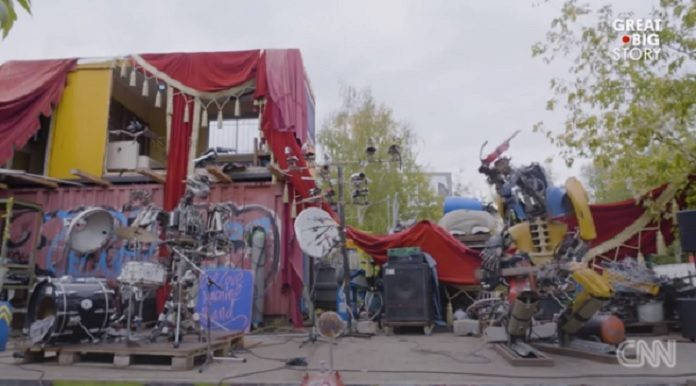 Banda punk de robôs de sucata