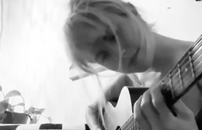 Hayley Williams faz cover de Björk