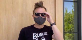 Mark Hoppus dando recado aos fãs do blink-182