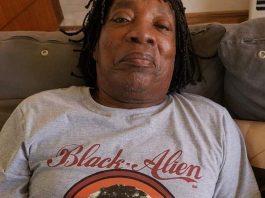 Milton Nascimento com camiseta de Black Alien