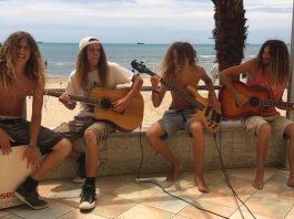 Banda faz covers de Grunge em cenário incrível