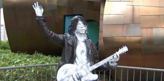 Estátua de Chris Cornell em Seattle