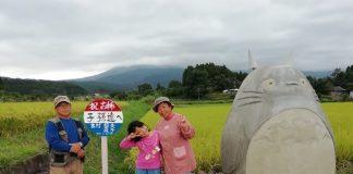 """Ponto de ônibus de """"Meu Vizinho Totoro"""""""