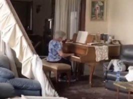 Senhora toca piano no Líbano