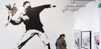 "Banksy e o ""Flower Thrower"""