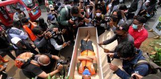 Indonésia, punição com caixão