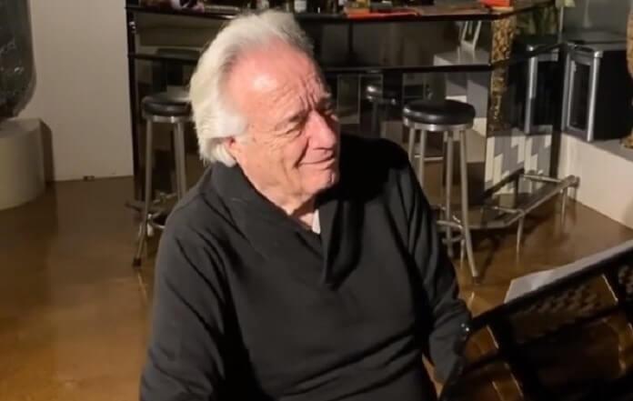 Com luvas biônicas, maestro João Carlos Martins chora ao tocar piano novamente