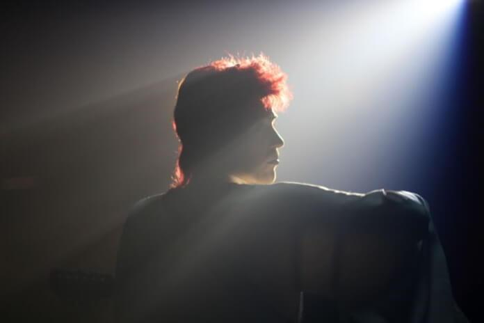 Johnny Flynn como David Bowie