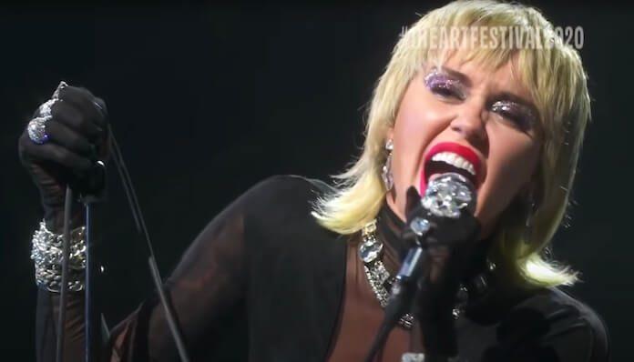 Miley Cyrus canta Blondie no iHeartRadio Festival