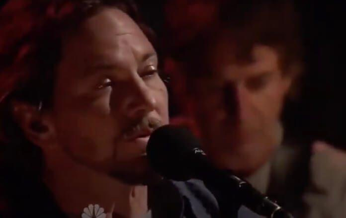 Pearl Jam tocando