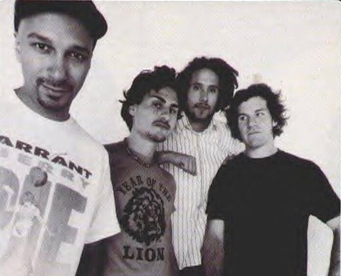 Tom Morello compartilha foto antiga do RATM