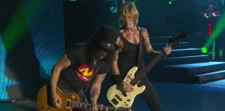 Slash e Duff McKagan com o Guns N' Roses