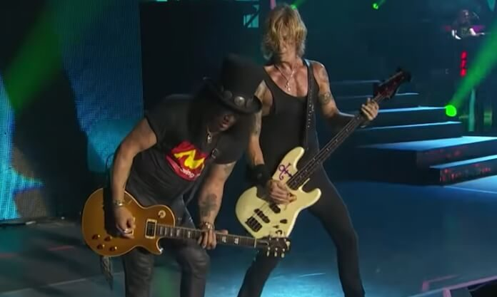 Slash e Duff McKagan com o Guns N' Roses