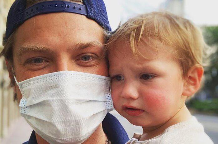 Taylor Hanson com a filha, Claude