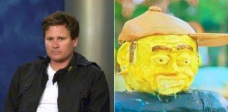 Tom DeLonge reage a bolo de si mesmo