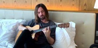 Kevin Parker (Tame Impala) toca John Lennon