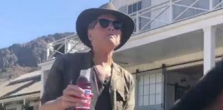 Lindsey Buckingham recria TikTok do Fleetwood Mac