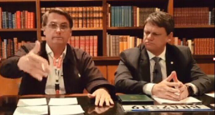 Live de Bolsonaro causa demissão no Facebook