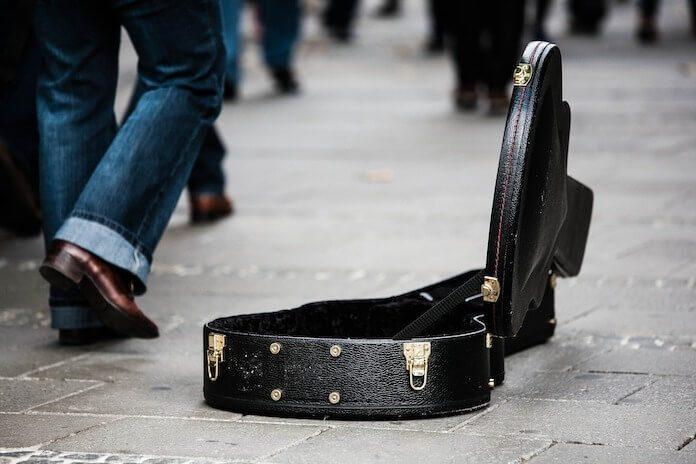 Músicos devem procurar outro emprego na pandemia, diz chanceler britânico