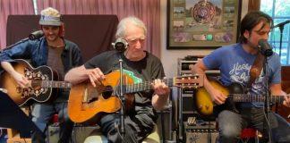 Willie Nelson e seus filhos tocam cover de John Lennon