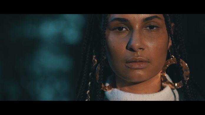 """Maíra Baldaia no clipe de """"Tempoio"""""""