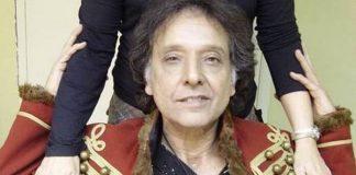 Arnaldo Baptista rifa icônico casaco vermelho