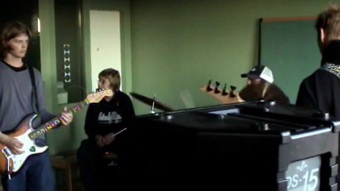 Dave Grohl toca com banda islandesa