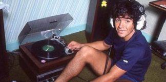 Maradona ouve discos de vinil