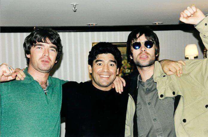 Irmãos Gallagher com Diego Maradona