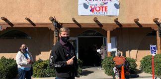 Prefeito dos EUA vota com blusa do Machine Head