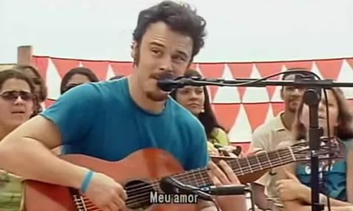 Rodrigo Amarante no Luau MTV