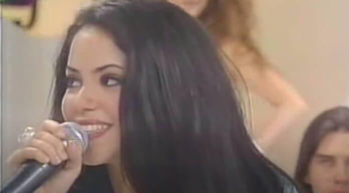 Shakira cantando Raimundos no Domingo Legal