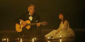 Andrea Bocelli cantando com a filha, Virginia