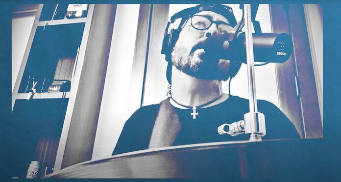 Dave Grohl toca Peaches em sessão de Hanukkah