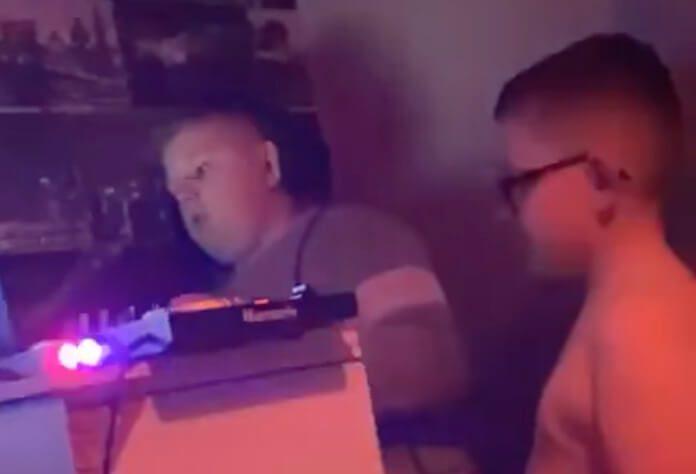 DJ de 12 anos faz rave no banheiro da escola