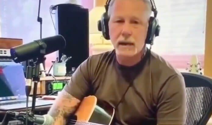 James Hetfield tocando