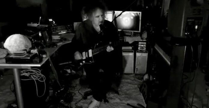Robert Smith (The Cure) em live